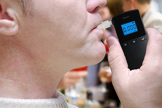What factors are important in choosing a breathalyzer?